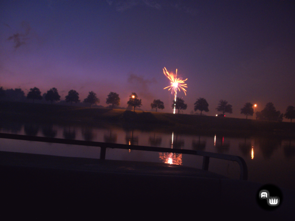 Beautiful water-side fireworks (B).